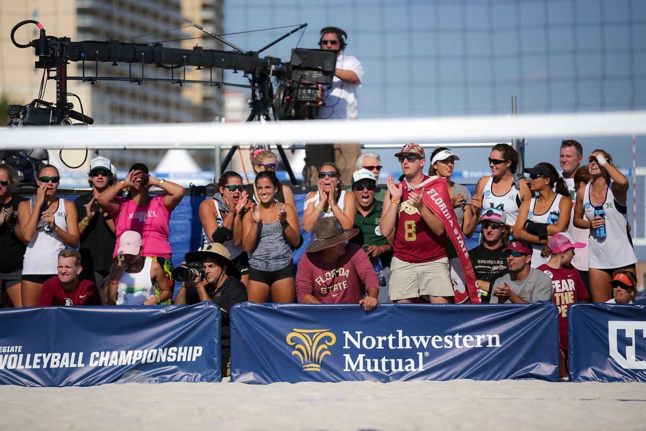 Beach Volleyball Fans With Images Volleyball Beach Volleyball Florin