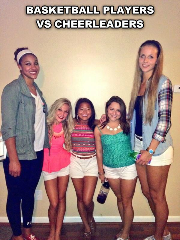 Basketball Players Versus Cheerleaders Daylol Com Funny Really Funny Funny Pictures