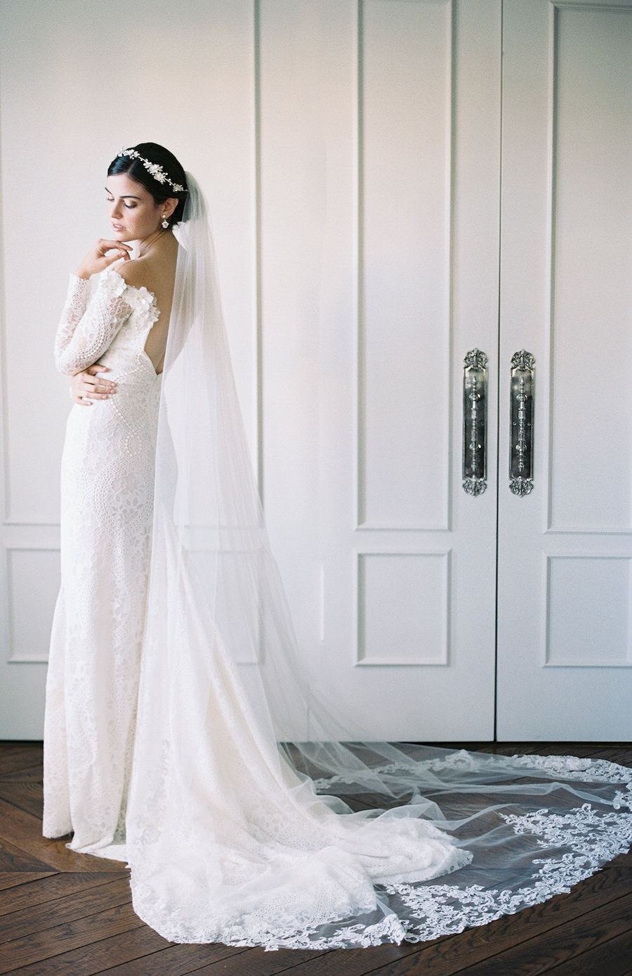 This Is Why You Should Wear A Veil On Your Wedding Day Belle The Magazine Short Wedding Gowns Long Sleeve Wedding Gowns Wedding Dress Couture [ 1388 x 900 Pixel ]
