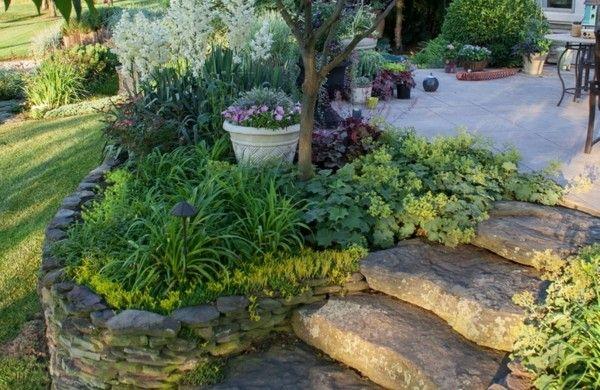 steinmauer bauen steinplatten gehweg Garten mit Steinen Pinterest
