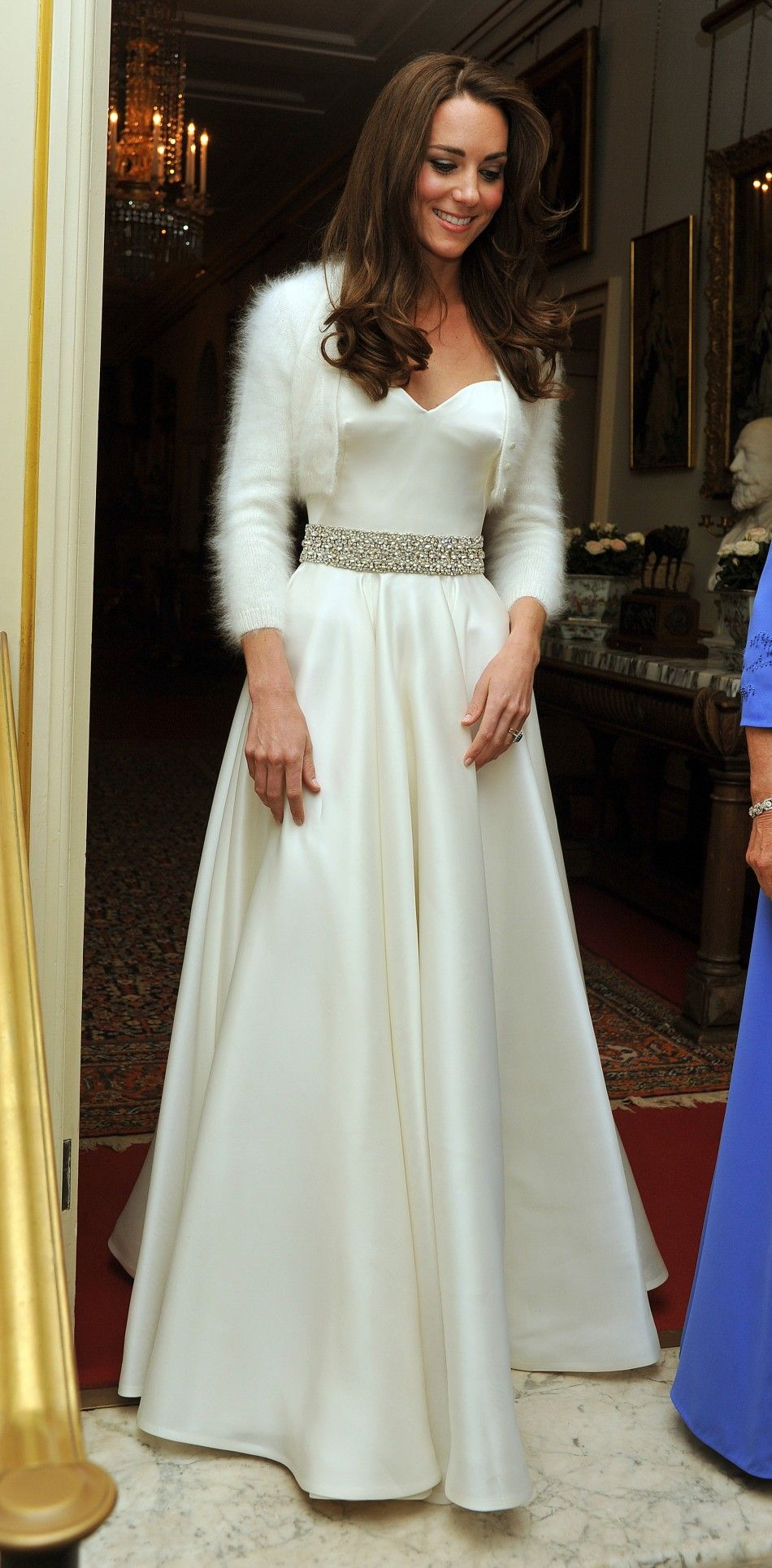 My, she does have class. Kate Middleton\'s white luxury evening gown ...