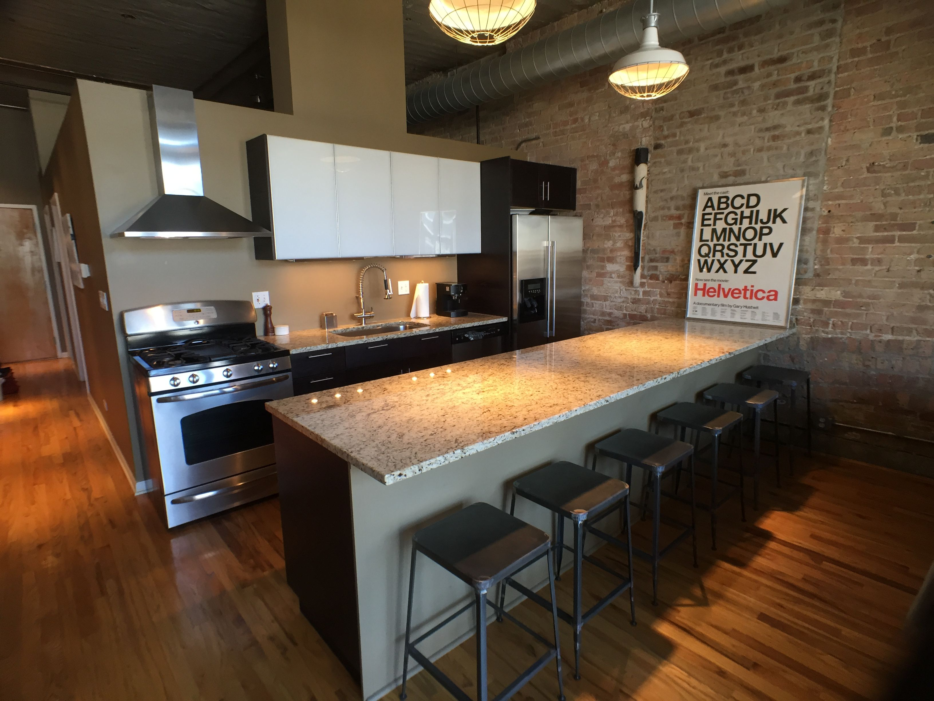 This 1 Bed In The West Loop Comes With All The Bells And Whistles Two Tone Cab Apartment Bedroom Decor Chicago Apartments For Rent Apartment Decorating Rental
