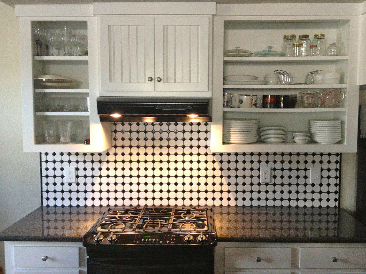 Cómo transformar cocinas pequeñas con pintura para azulejos | Cocina ...