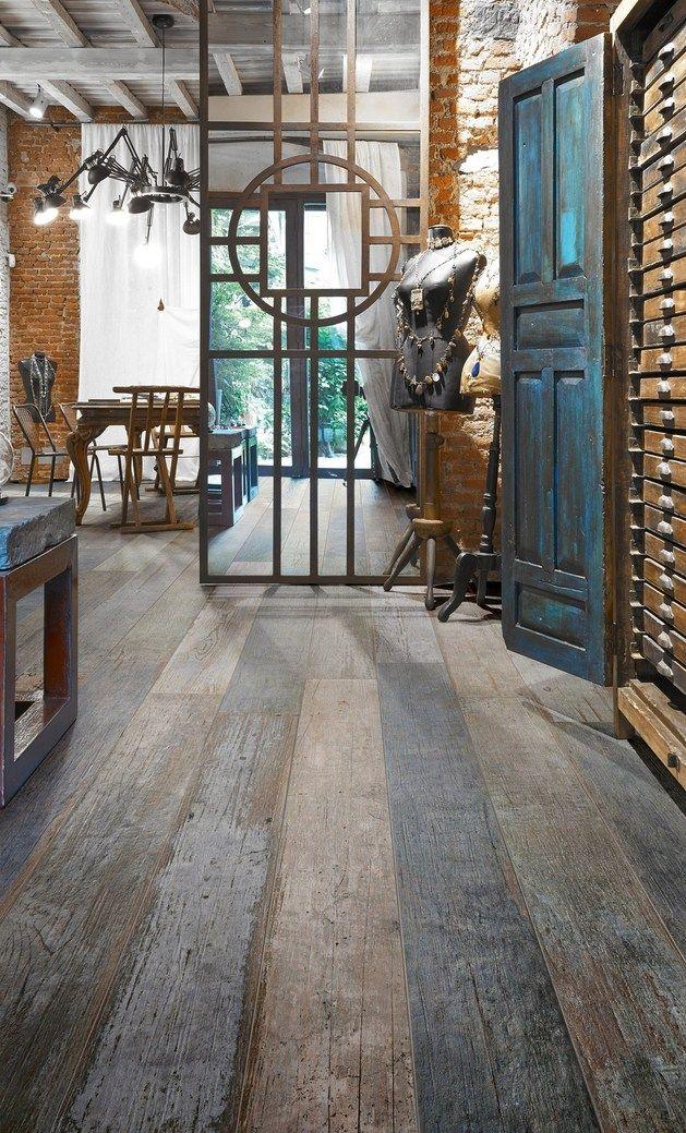 Amazing Distressed Wood Looking Tile Fermette, Parquet et Atmosphère