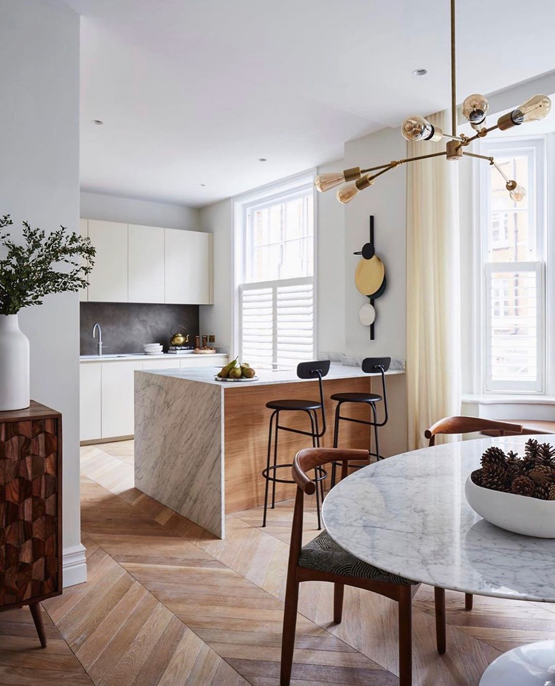 Beautiful Kitchen and dining space - The very definition of bright and airy #interiordesign # ...