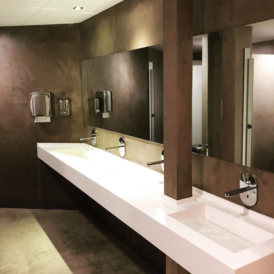 Fugenlose Gaste Wc Aus Procement Microcement Unsere Spezialisten Konnen Diese Verkleidungen Direkt A Bathroom Mirror Bathroom Lighting Lighted Bathroom Mirror