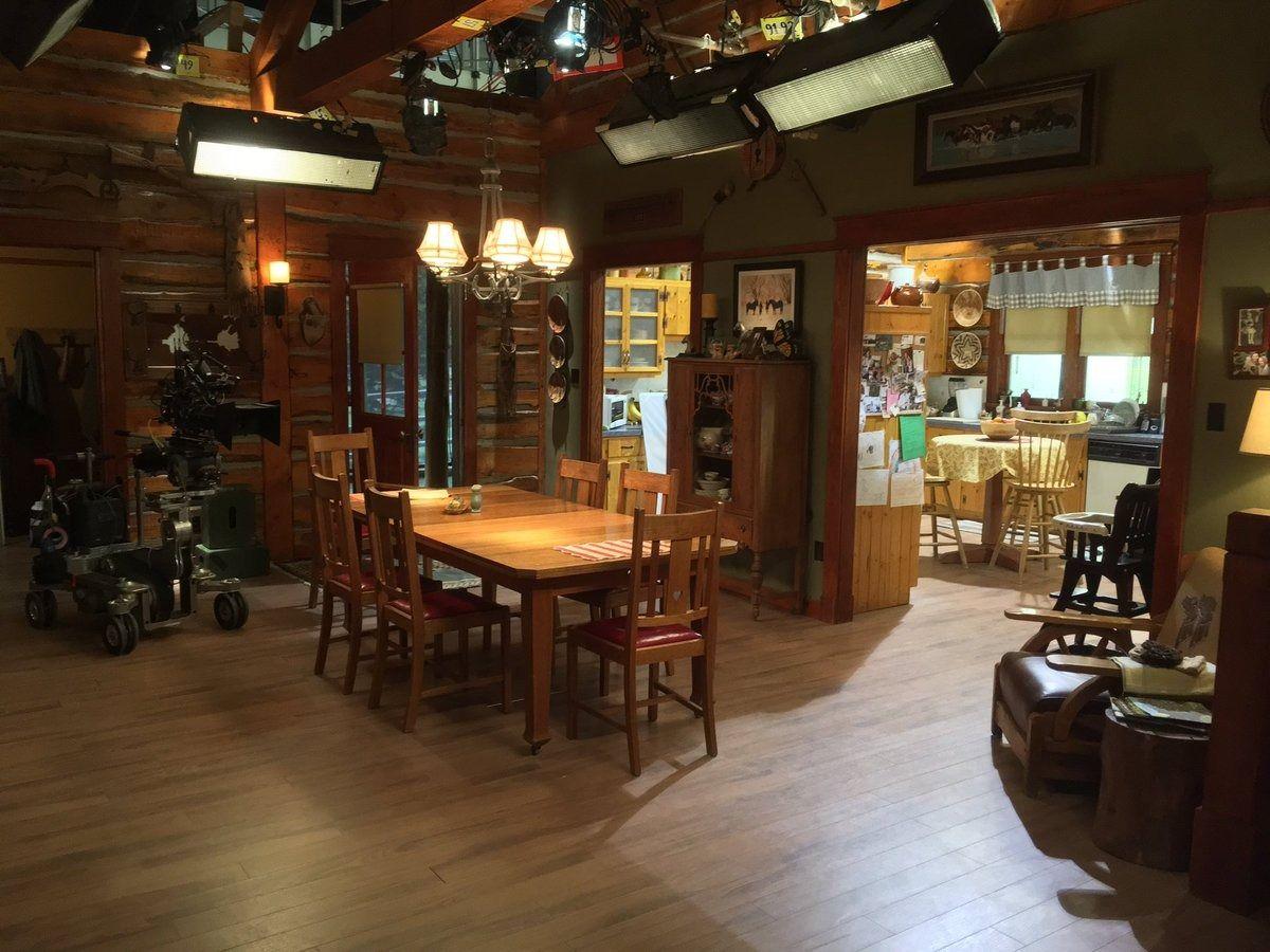 BTS) Heartland Dining Room. | Heartland | Pinterest | Hof und Häuschen