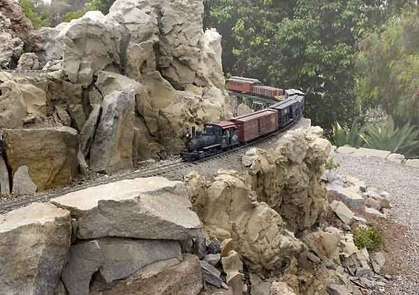 1000 images about Garden Railroad on Pinterest Gardens Train