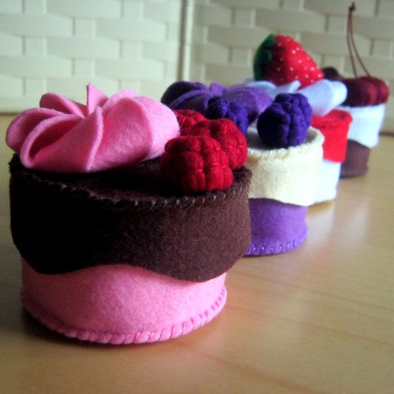 DusiCrafts Felt food set - Handmade felt cupcakes playset - decorate as you want