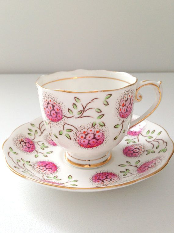 vintage roslyn fine bone china teacup and saucer tea party made in england little things. Black Bedroom Furniture Sets. Home Design Ideas