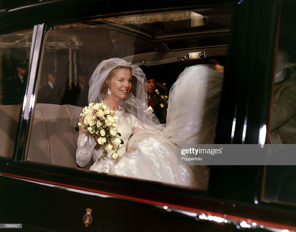 8th June 1961 Miss Katherine Worsley At Her Marriage To The Duke Of Royal Wedding Gowns Royal Brides Royal Wedding Dress