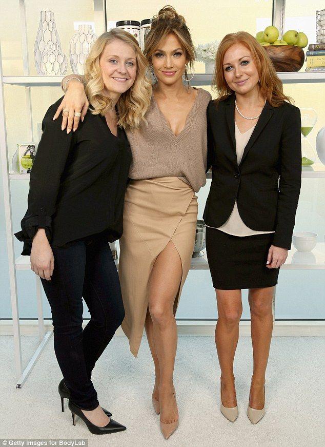 Jennifer Lopez Flashing Her Sexy Slim Legs - NuCelebs.com
