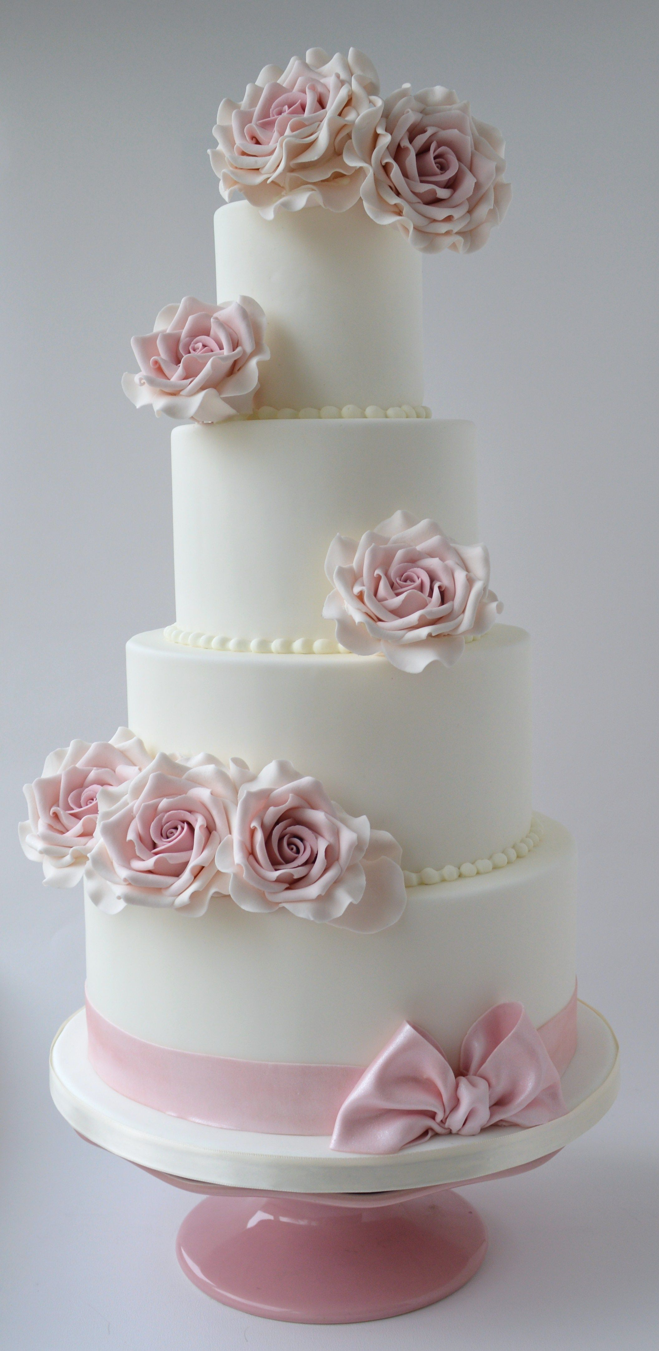 Roses with bow wedding cake x
