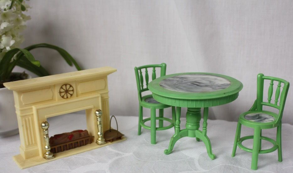 Plastic Doll House Fireplace Table and Chairs #Unbranded