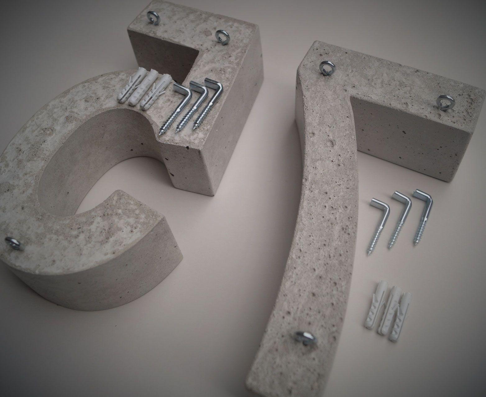Hausnummer arial narrow bold 24 cm h he haus for Beton haus bauen