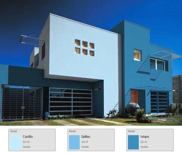 Una fachada en tonos azules para una casa que brinda for Color fachada casa