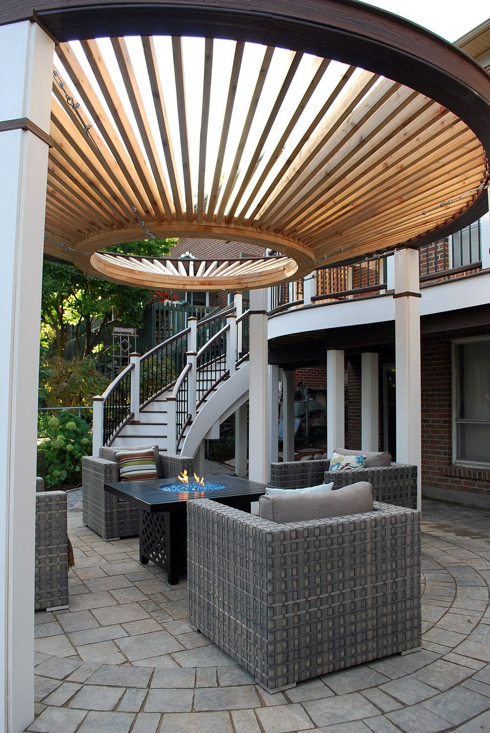 Curves curves curves a funky design with a curved upper for Circular garden decking