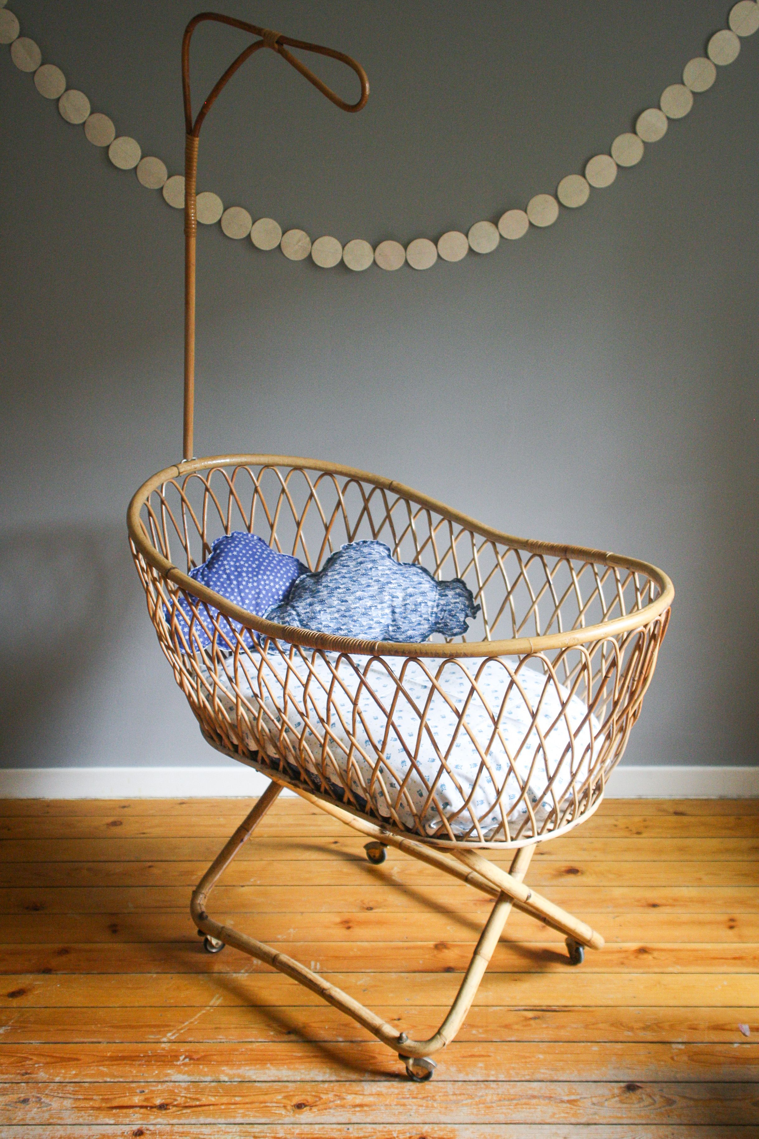 berceau en rotin retrouver sur little vintage. Black Bedroom Furniture Sets. Home Design Ideas