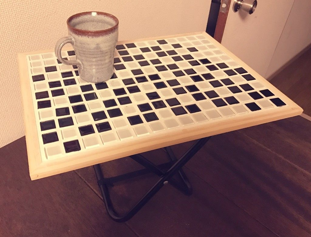 ダイソーで2歳の娘サイズのミニテーブル作成 ミニテーブル タイルテーブル テーブル
