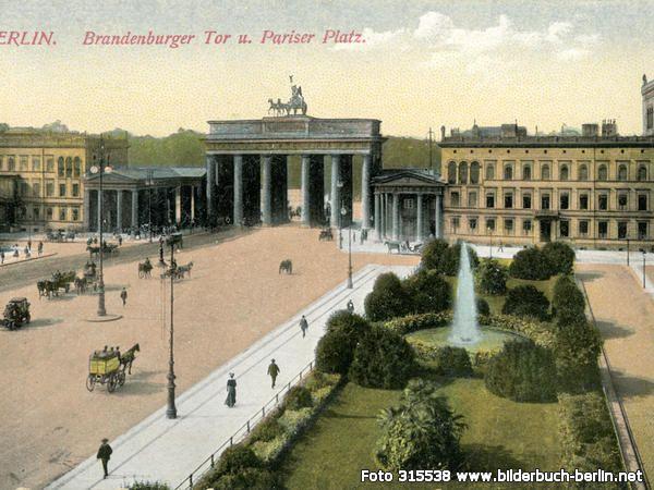 AmBrandenburgerTor, Pariser Platz, 10117 Berlin - Mitte (1900)