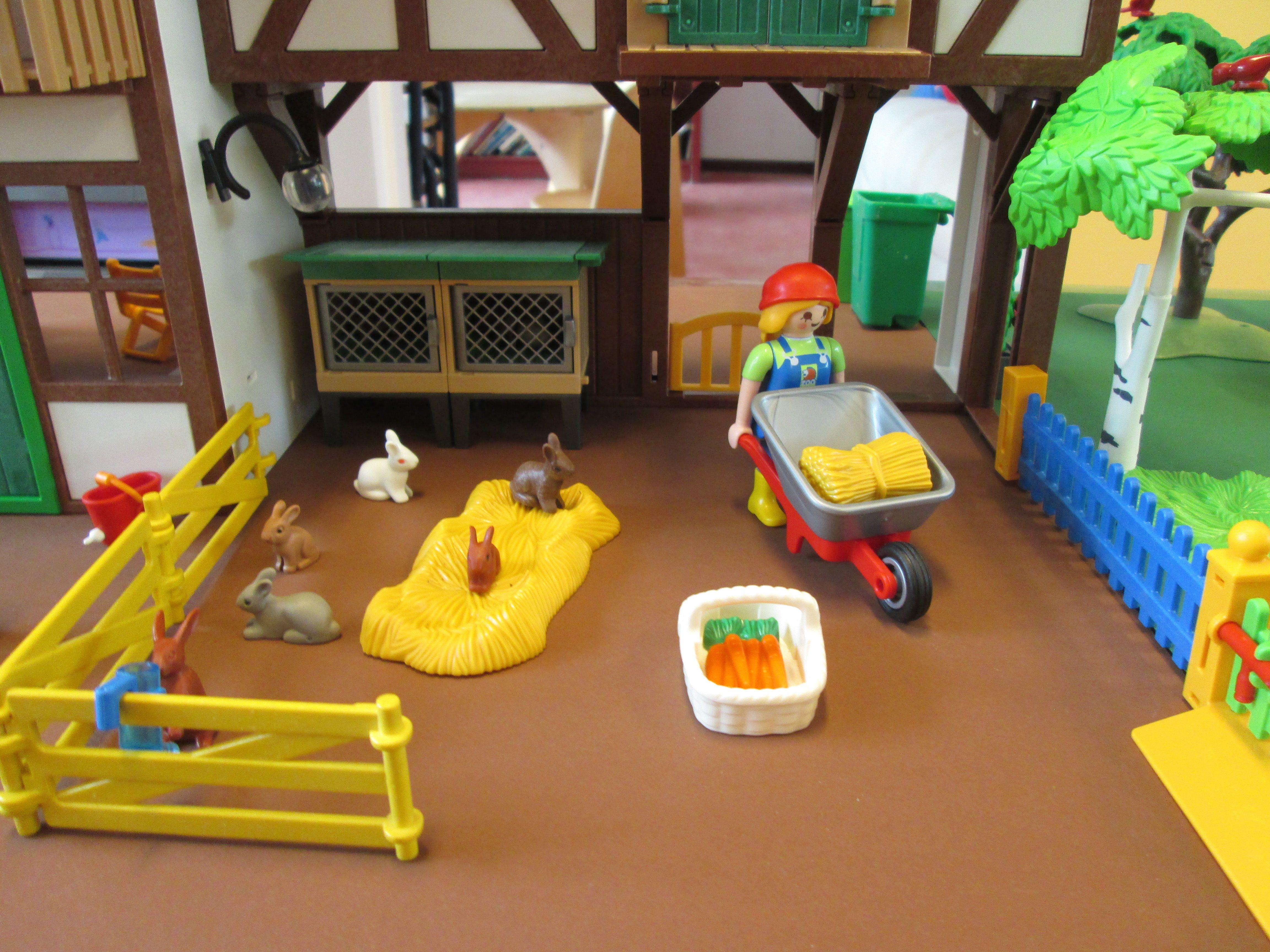 Kinderboerderij speeltafel gemaakt met playmobil. De konijnen ...