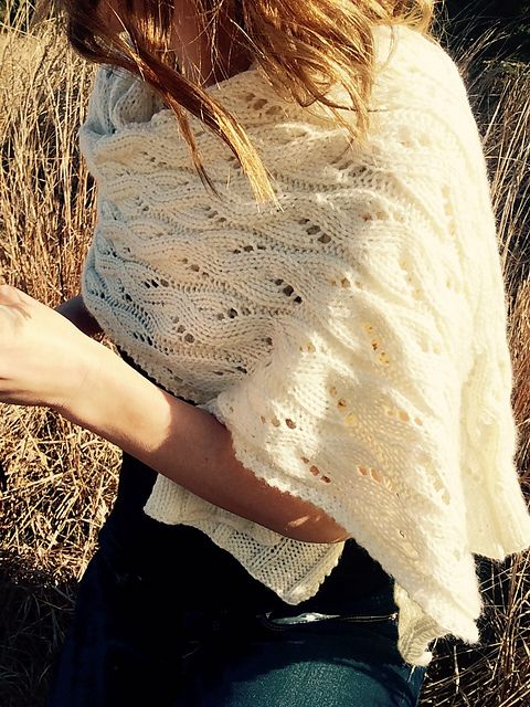 Annalie combines the vintage sweetness of eyelet lace with clean, modern style to create a rectangular shawl or classic scarf.