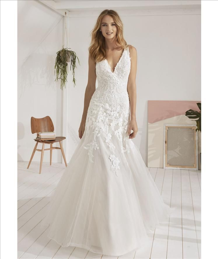 We Love The Shape Of This Lovely Beaded Lace Gown From Pronovias Beautifulbride Laceweddingdre Wedding Dresses Wedding Dress Prices Wedding Dresses Sydney
