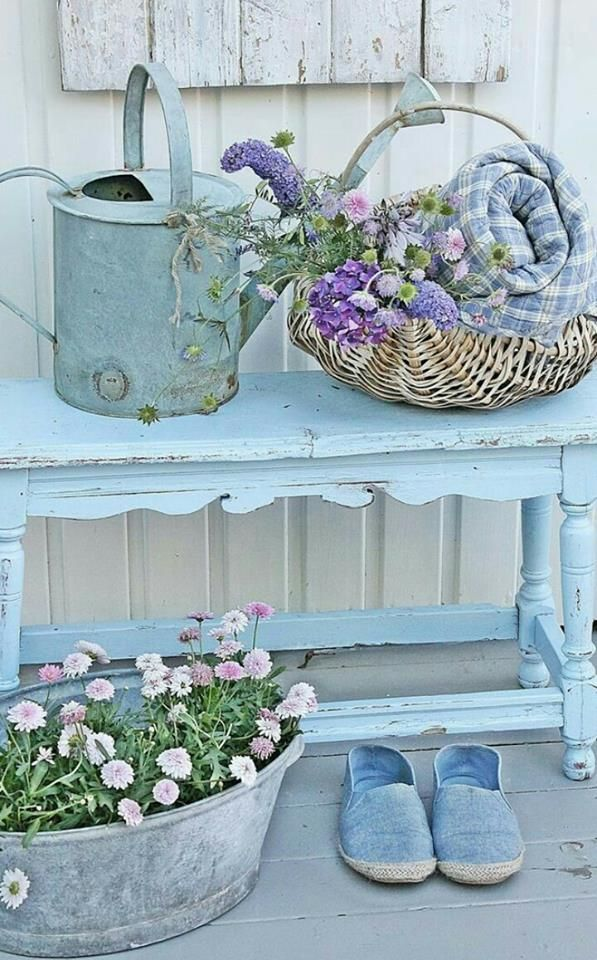 Pin by vickie kern on floral pinterest garten balkon and shabby chic - Shabby chic gartenhaus ...