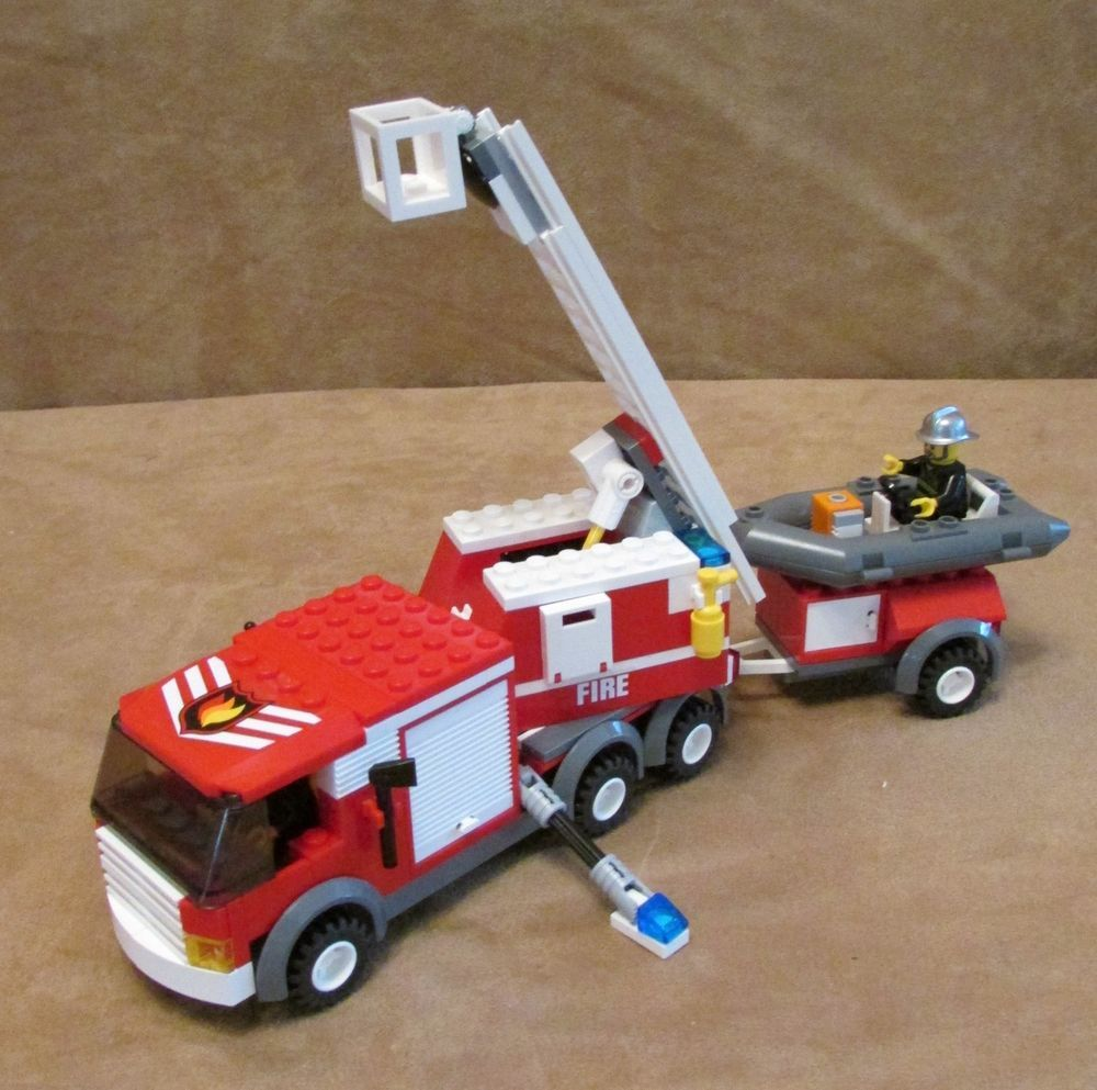 7239 Lego City Fire Truck Complete Police Town Station Minifig