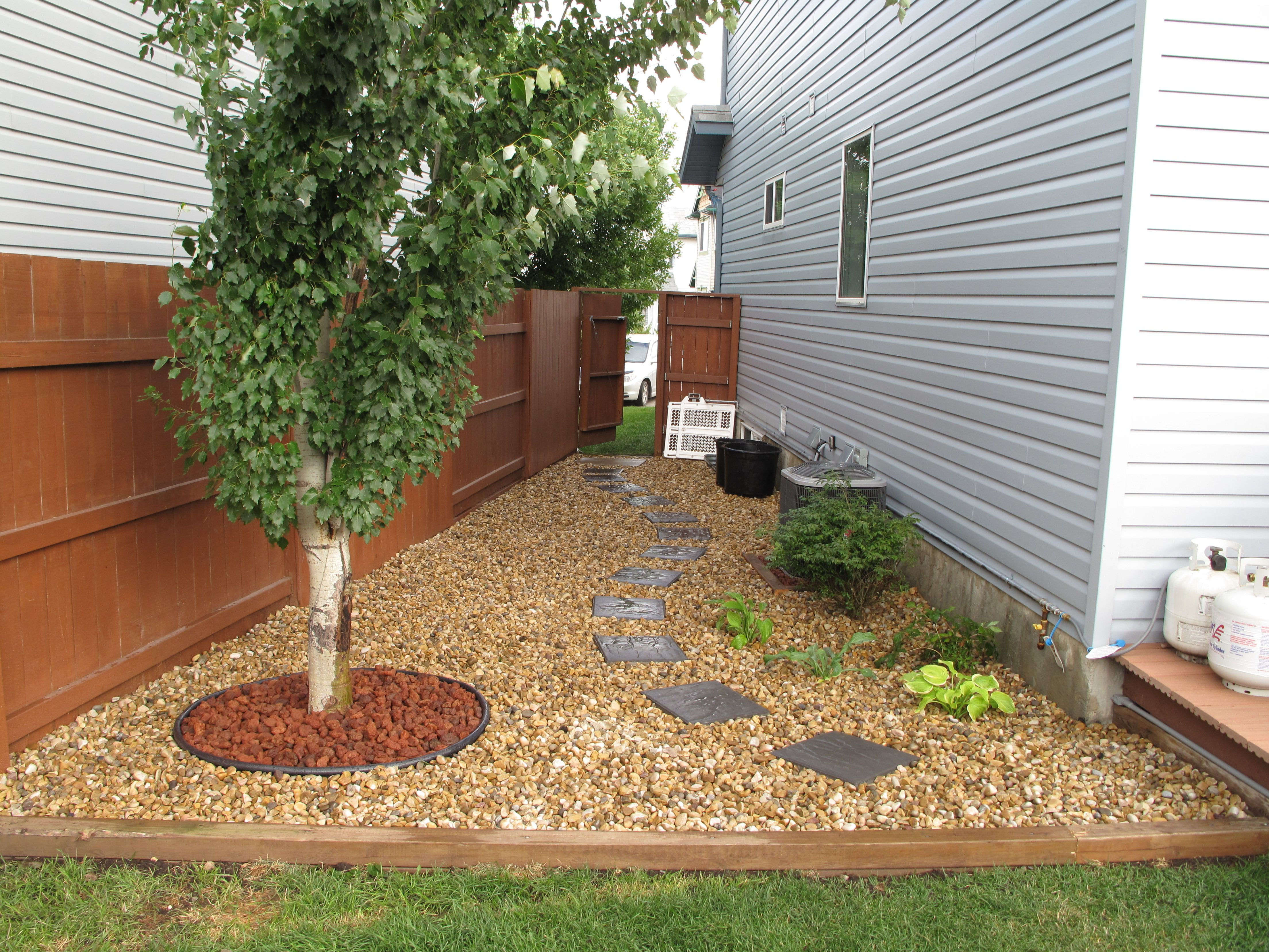 Garden and patio narrow side yard house design with brown for Step up garden designs