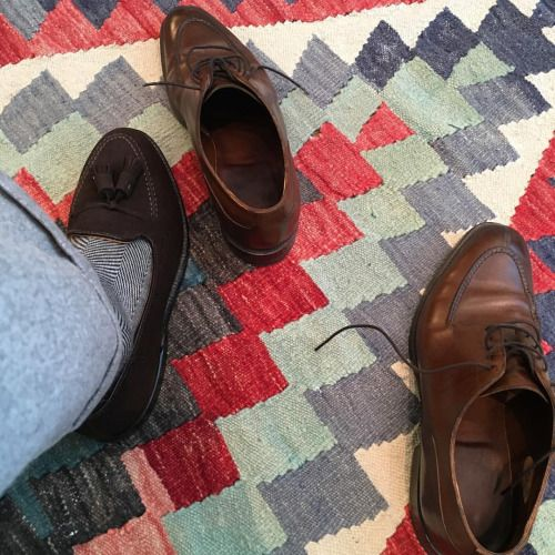 http://chicerman.com  carolinastyle:  Sleds and rugs  #menshoes