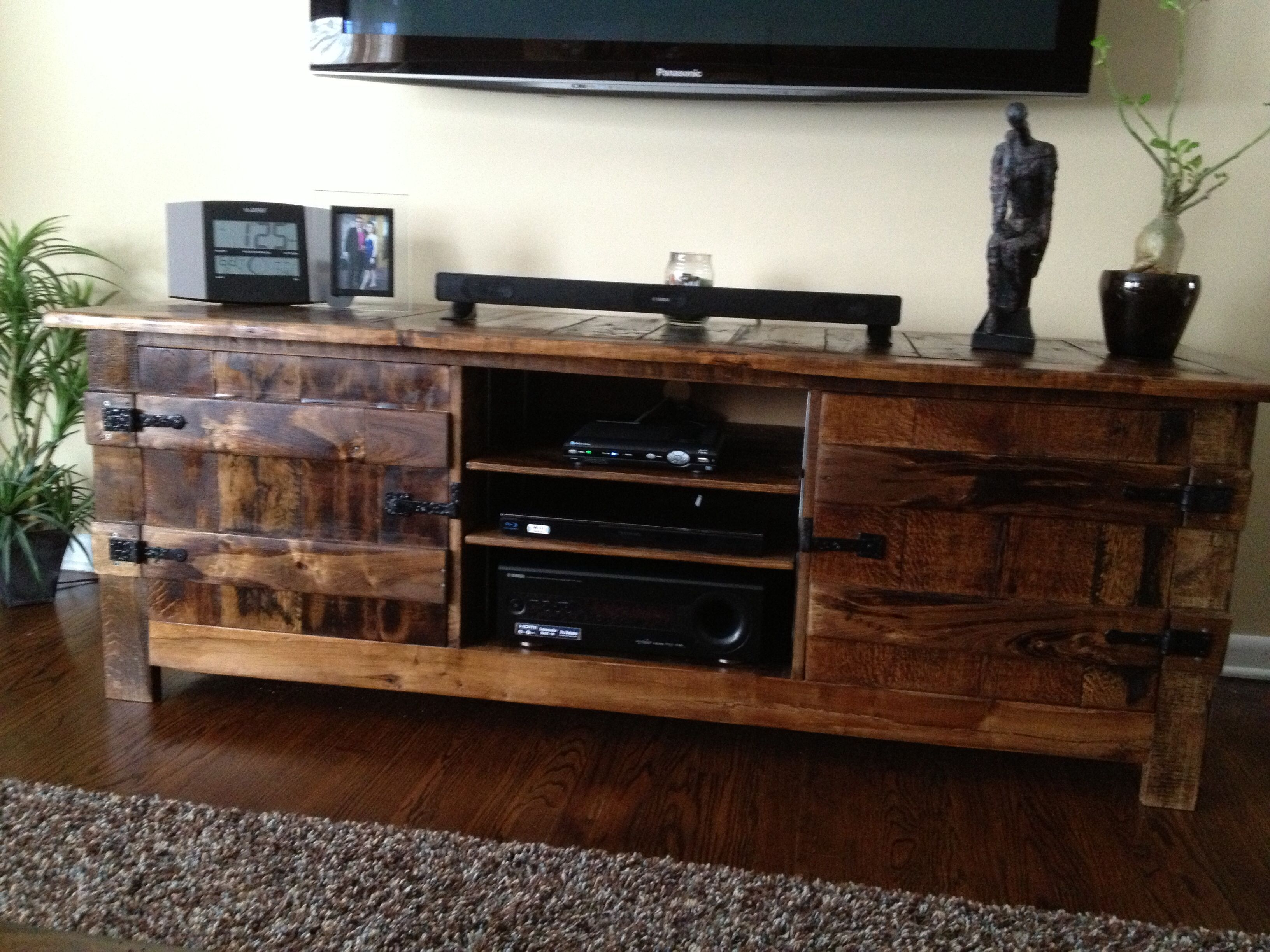 pallet entertainment center diy repurpose pallets