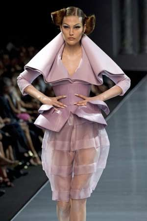 John Galliano Fall 2018 Ready-to-Wear Collection - Vogue 9