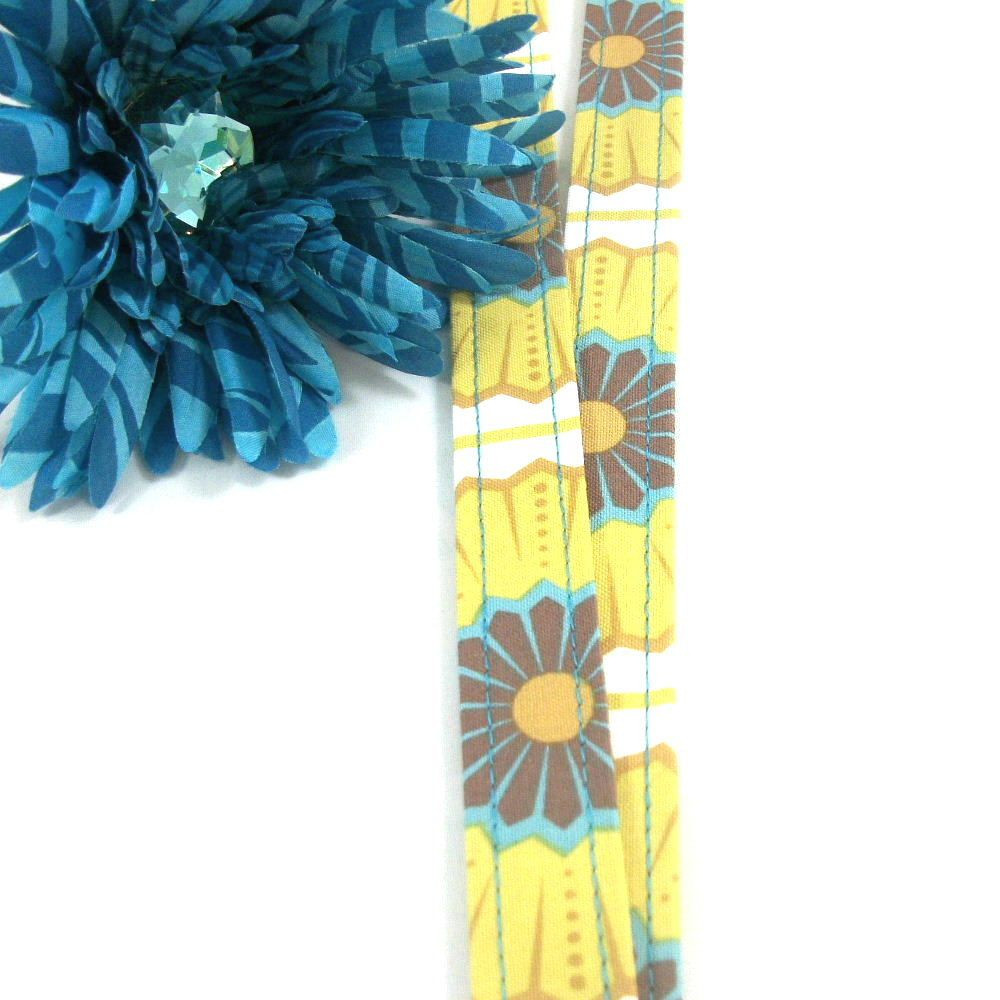 Sandee from SewMuchDetail makes me gorgeous lanyards from my favorite materials....another phase I'm in!