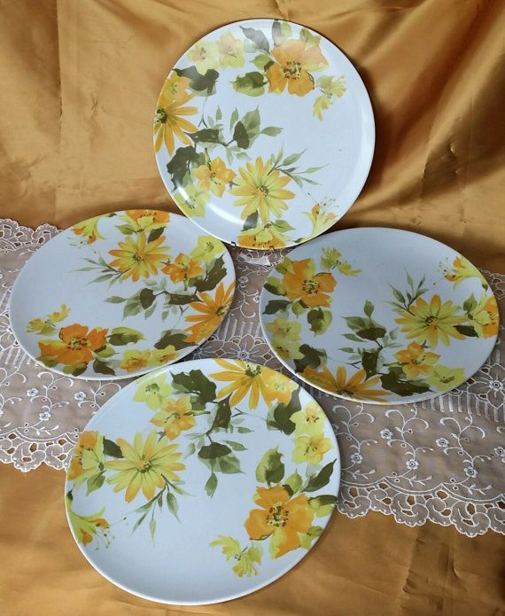 Mid Century Texas Ware Melmac Yellow \u0026 Gold Dinner Plates set of 4 - Plastic Melamine Picnic Gl&ing - retro funky & Mid Century Texas Ware Melmac Yellow \u0026 Gold by ThriftyDoodads ...