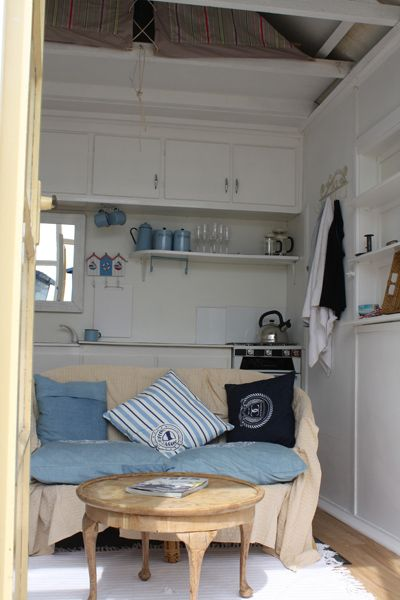 Beach huts for sale hayling island h32 hayling island for Beach hut interiors