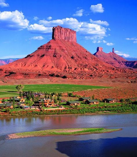 Endless rock formations, hikes, and adventures await you in Utah.