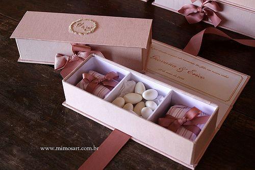 a78d393a1 Casamento Giovana e Erico: Lembrancinha Madrinhas, caixas nude com bordado  dourado e dentro 2 bem-casados e amêndoas. Gift Weending Nude.  www.mimosart.com. ...