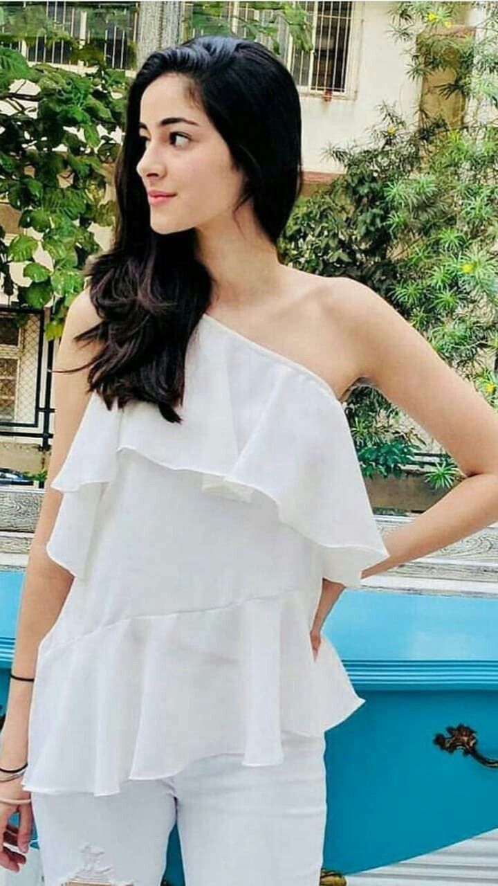 Ananya Pandey Biography 2019 - Net Worth, Family, Affair & Unknown Facts