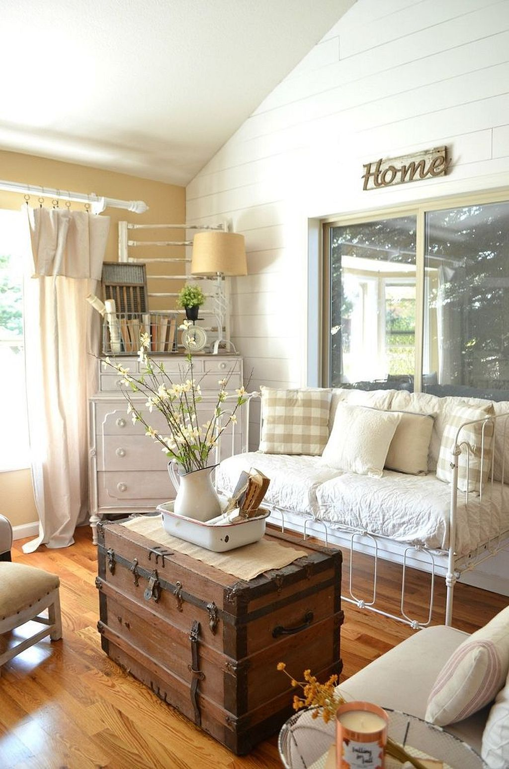 Beautiful Farmhouse Living Room Decorating Ideas (27) | Farmhouse ...