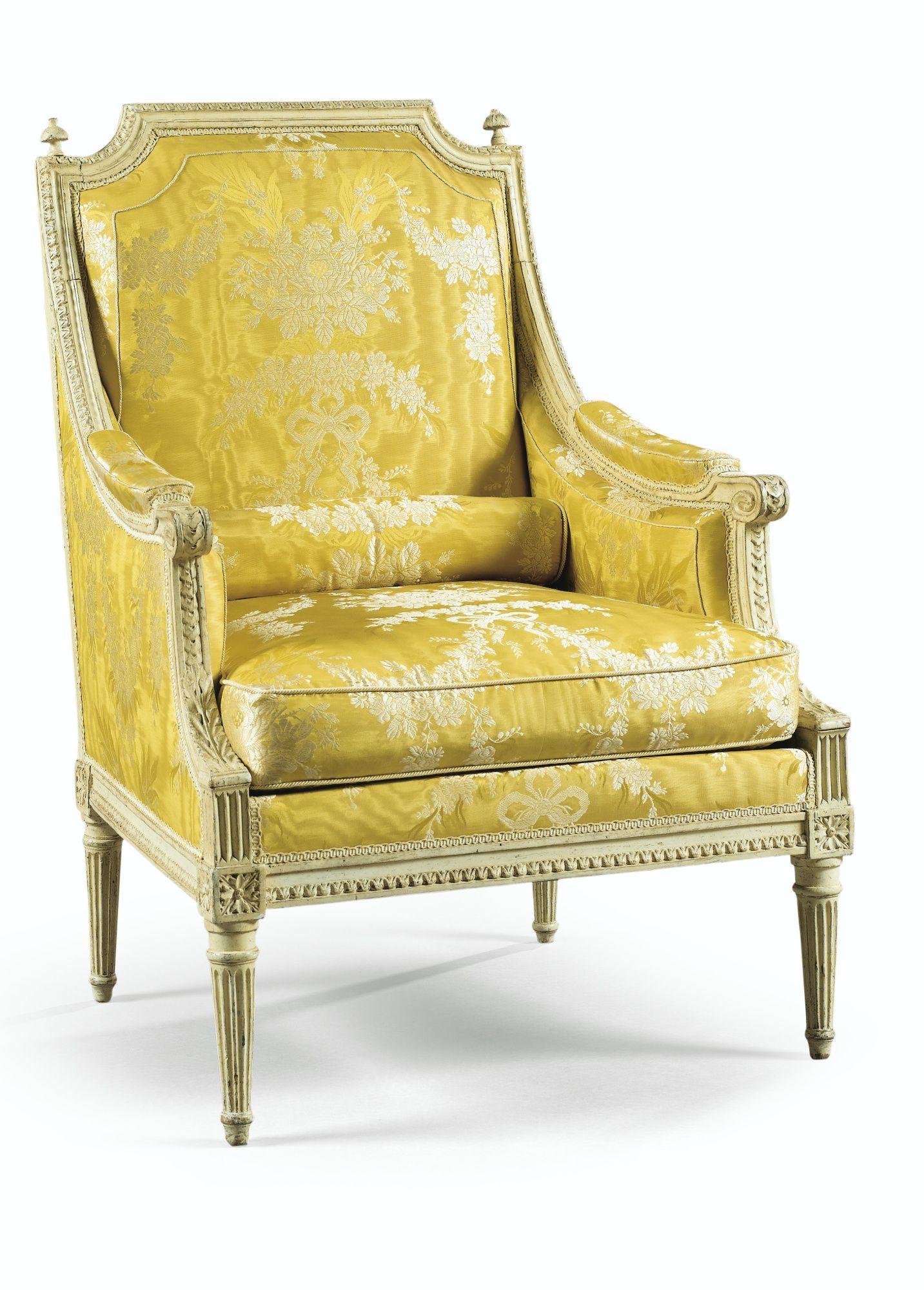 Berg¨re en bois sculpté laqué cr¨me d époque Louis XVI attribuée