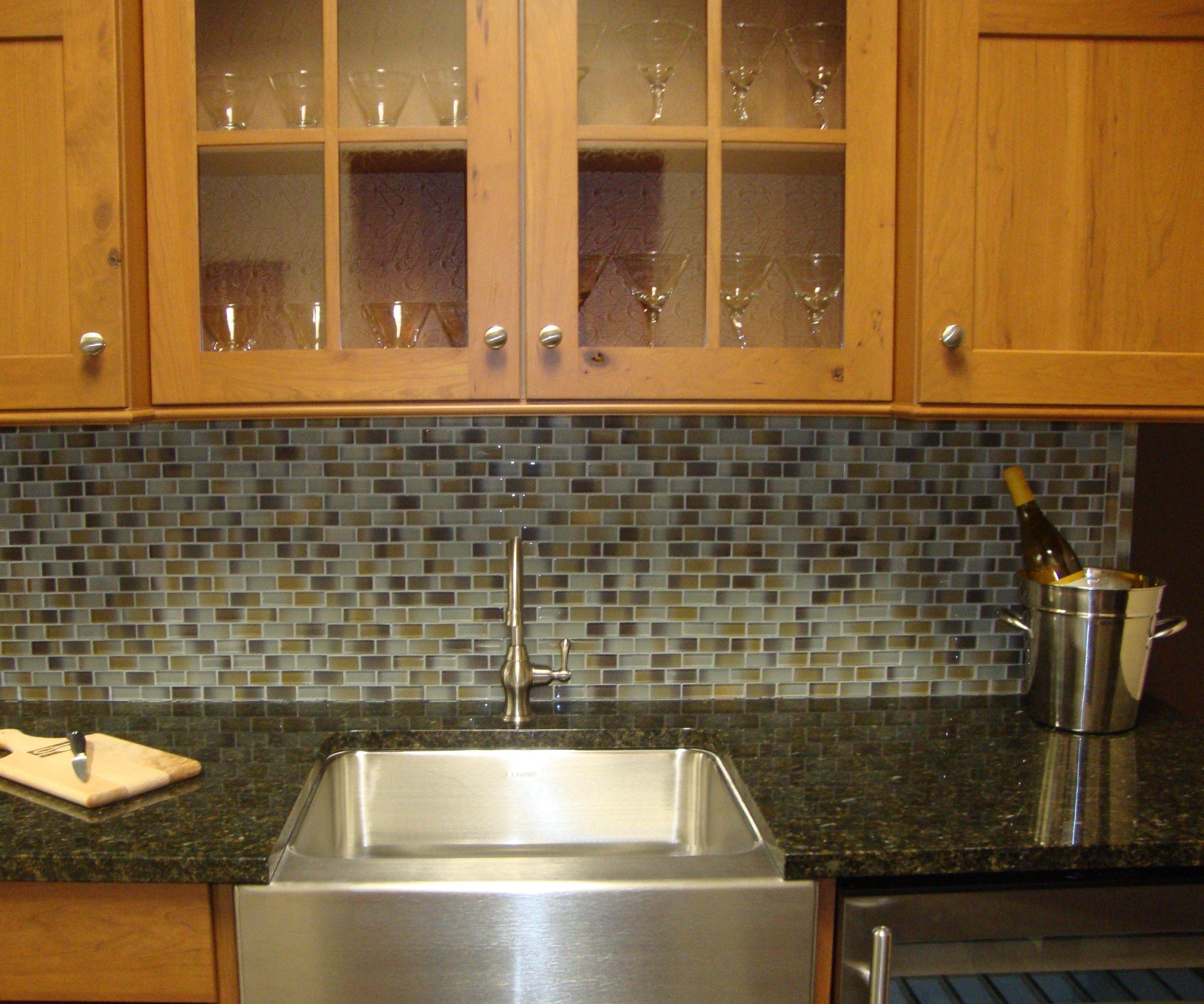 Kuche Mit Granit Arbeitsplatten Kleine Kuchenfliesen Fliesen Design Mosaik Fliesen Kuche