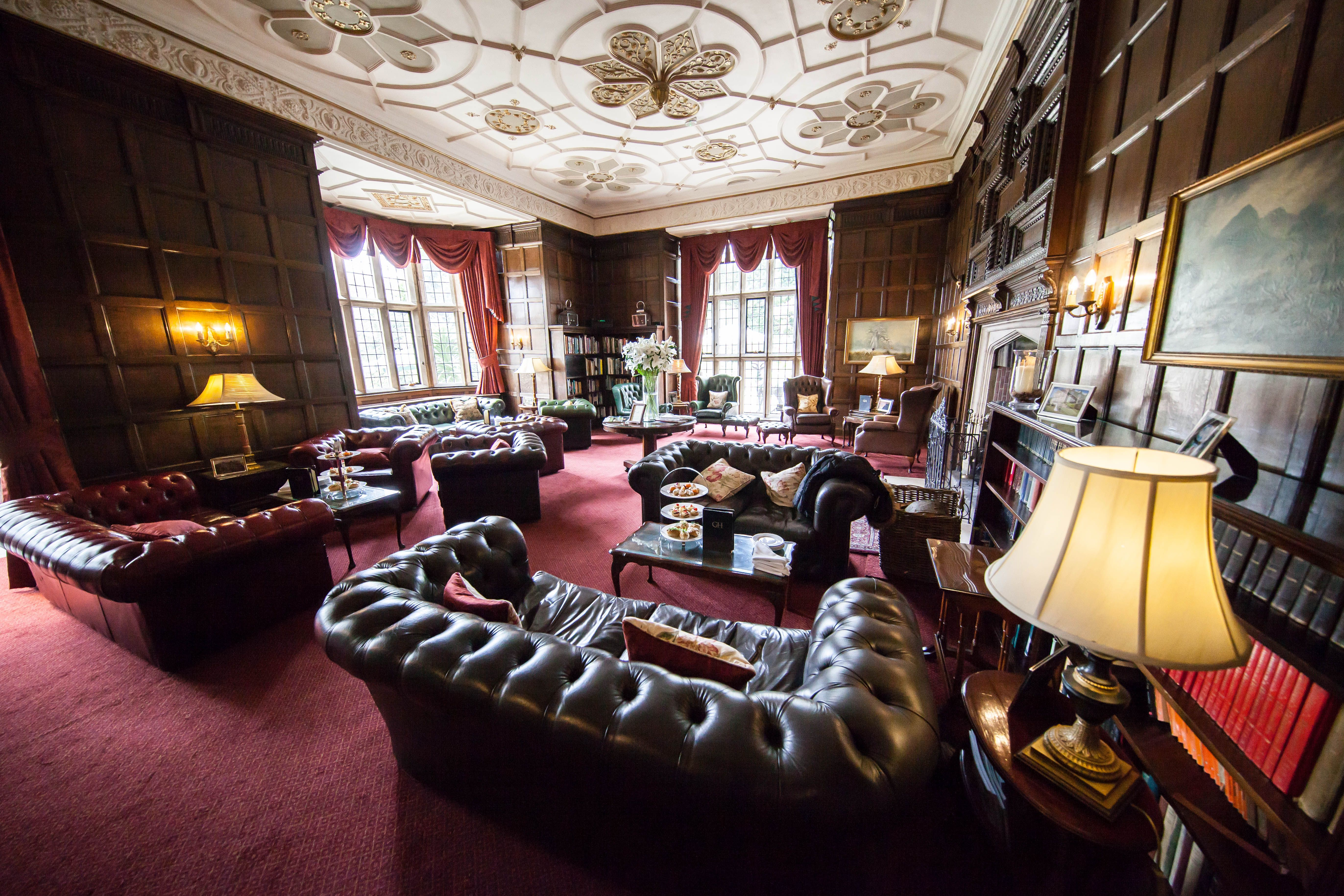 The Impressive 17th Century Library At Goldsborough Hall With Its Oak Panelling And Decorated Jacobean Ceiling Image By P Decor Oak Panels Interior Decorating