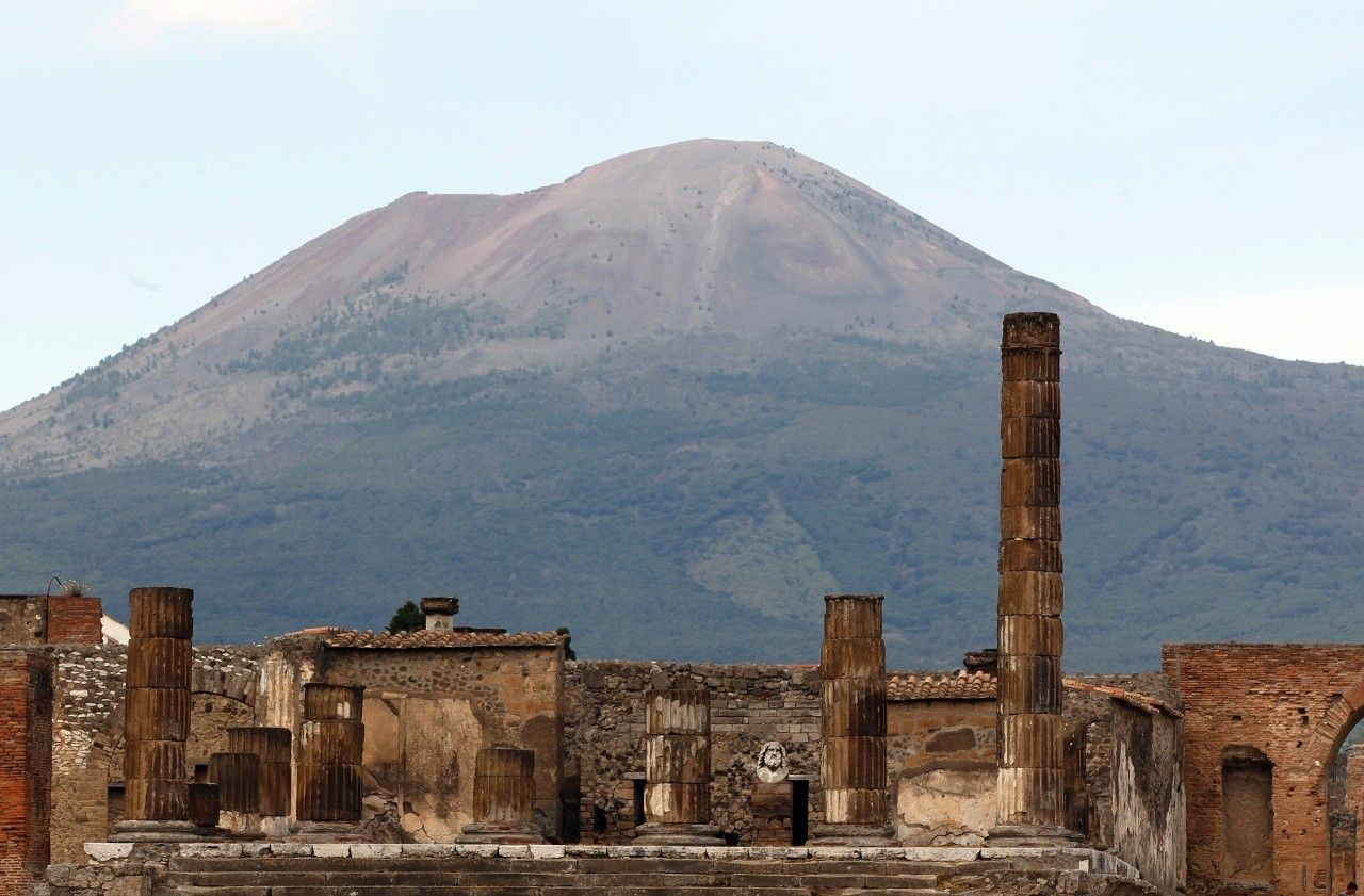 A Child Sheltered From An Erupting Volcano 2k Years Ago The Body