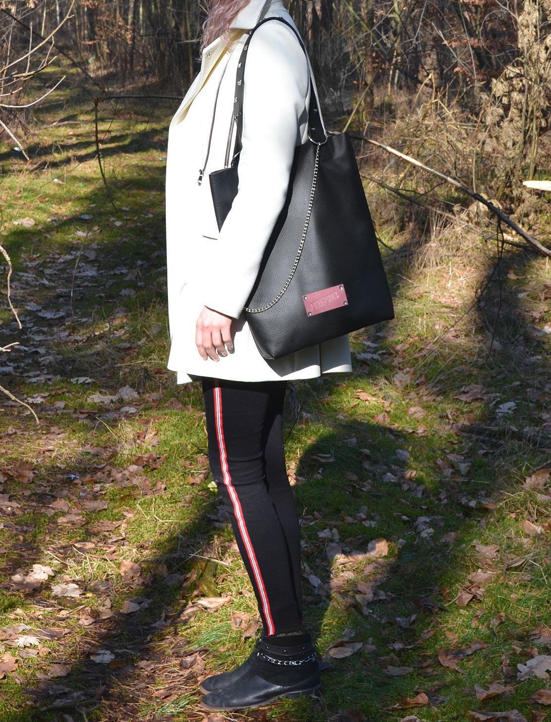 a460132d0518b Czarna torba ze skóry naturalnej. Ćwieki, łańcuch oraz różowa metka ...