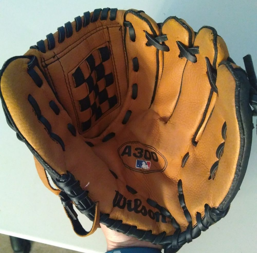 Wilson Youth Baseball Glove A300 11 1 2 A2457 11 5 Right Handed Throw Brown Youth Baseball Gloves Baseball Glove Youth Baseball