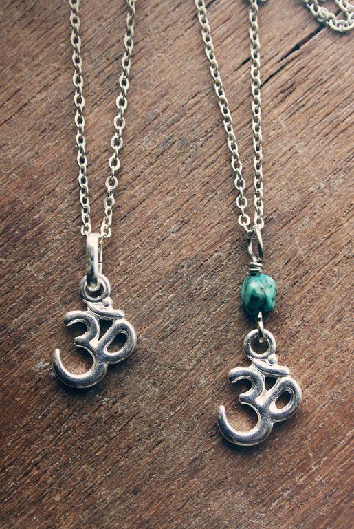 Aum Om halsband – Silver och turkos sten  9117ee63db684