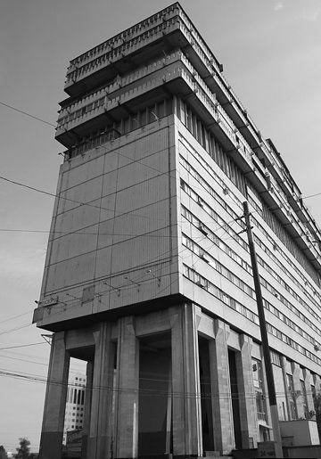 Здания из бетона в москве как правильно штукатурить стену цементным раствором без маяков видео