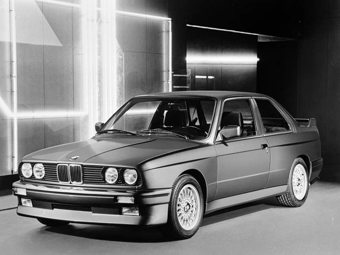 1,334 отметок «Нравится», 4 комментариев — BMW Classic (@bmwclassic) в Instagram: «A black shadow at night. #BMWGroupClassic #MMonday #BMWM3»