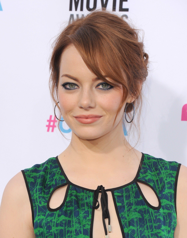The 5 Best Makeup Colors For Blue Eyes Emma Stone Hair Color Emma Stone Hair Emma Stone Red Hair
